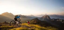 Biken in der goldenen Jahreszeit